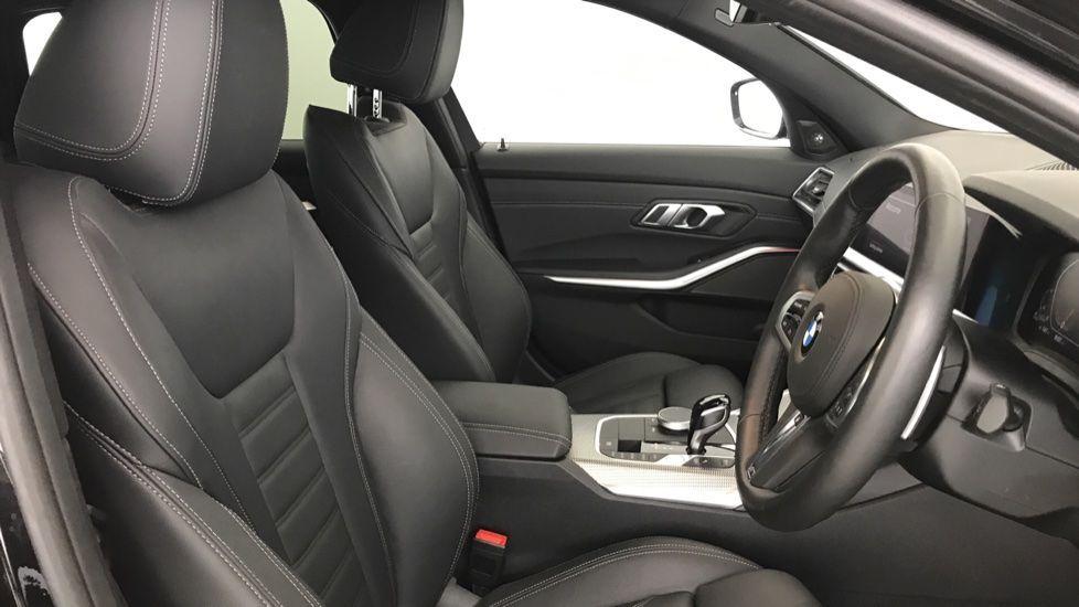 Image 11 - BMW 320d M Sport Touring (YG20CKP)
