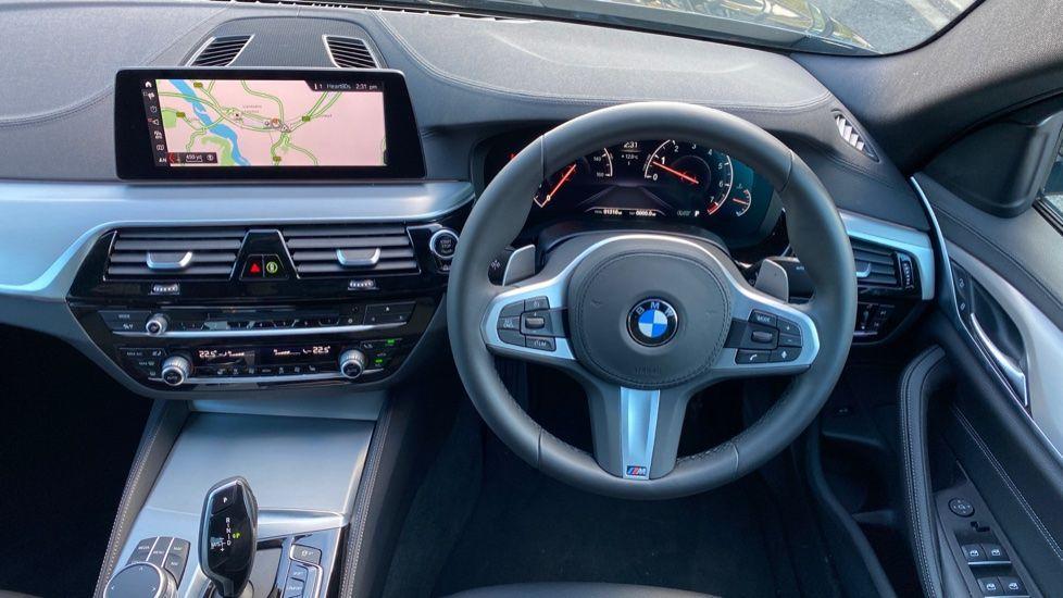 Image 8 - BMW 520i M Sport Saloon (YK69GDN)