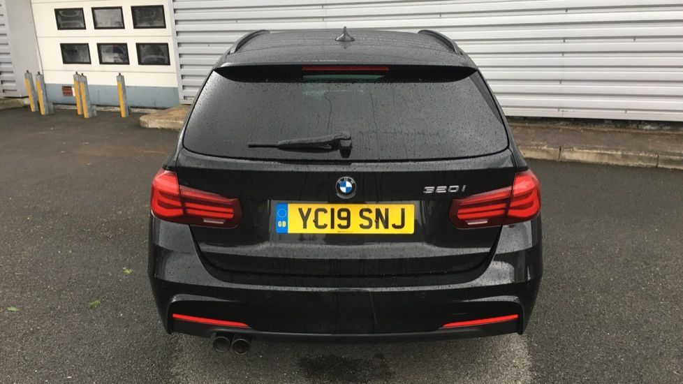Image 25 - BMW 320i M Sport Shadow Edition Touring (YC19SNJ)