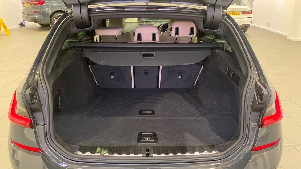 Image 13 - BMW 330d M Sport Pro Edition Touring (DE20WAU)