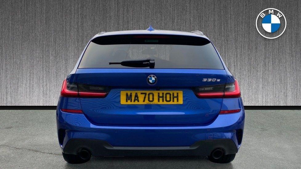 Image 15 - BMW 330e M Sport Touring (MA70HOH)
