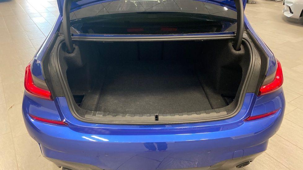 Image 13 - BMW 320i M Sport Saloon (YG20NWC)