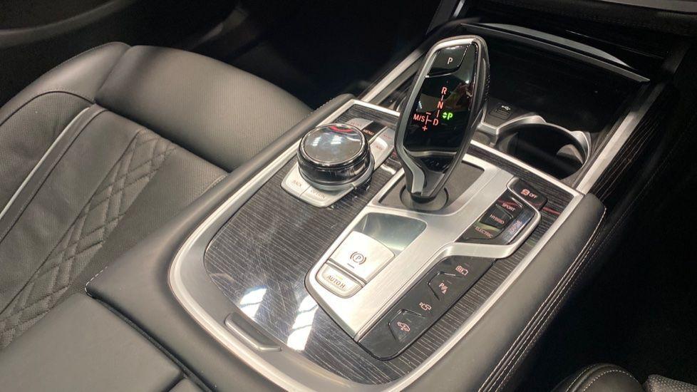 Image 10 - BMW 745Le xDrive M Sport Saloon (YG20OWX)