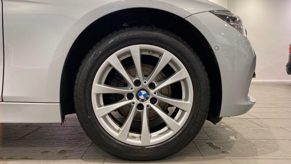 Image 14 - BMW 318d SE Saloon (YK68EZH)