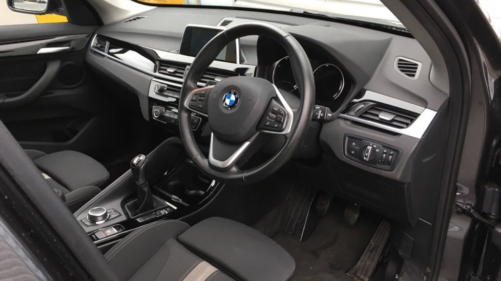 Image 16 - BMW sDrive18i Sport (ML19ZZU)