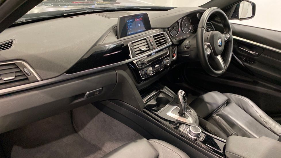 Image 12 - BMW 318d M Sport Shadow Edition Touring (YH19LVE)