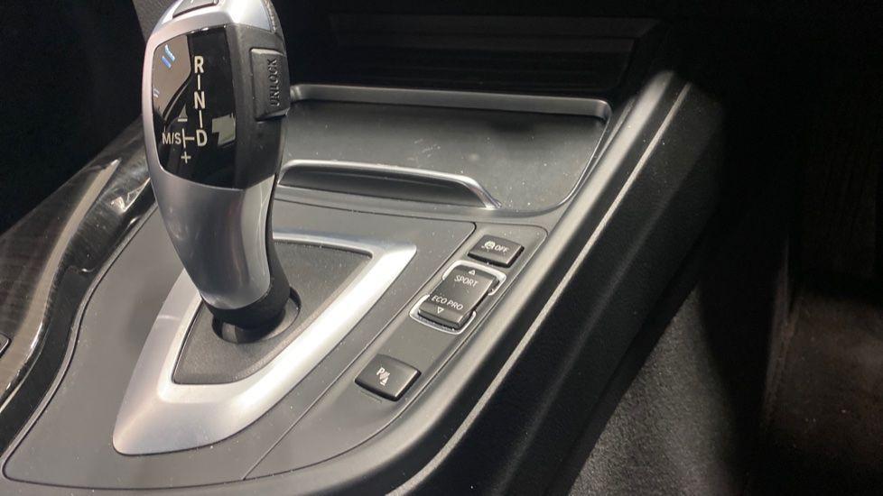 Image 19 - BMW 420i xDrive SE Coupe (PE17MVF)