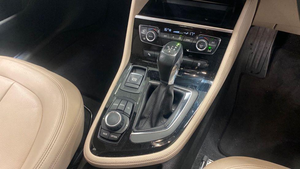 Image 10 - BMW 218d Luxury Active Tourer (PO15VTN)
