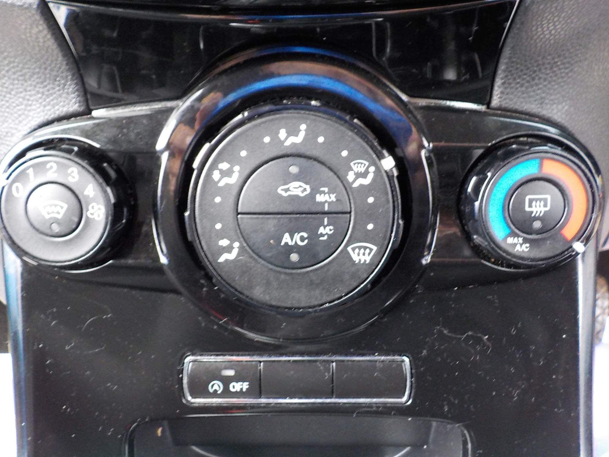 Ford Fiesta 1.0 T EcoBoost Zetec (s/s) 3dr