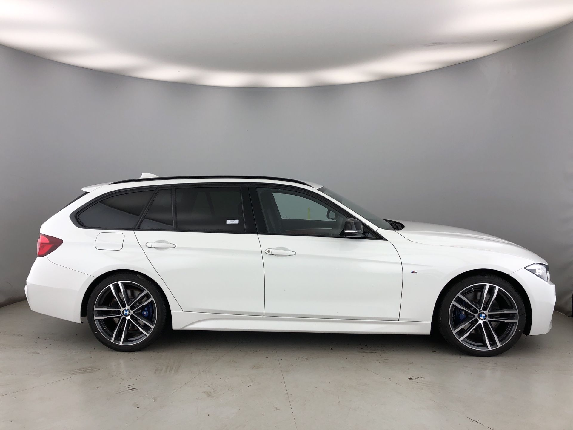 Image 3 - BMW 320d M Sport Shadow Edition Touring (YG68PMW)