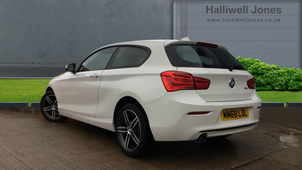 Thumbnail - 2 - BMW 118i Sport 3-door (MM68LDL)