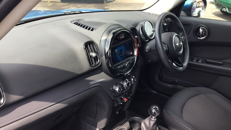 Image 6 - MINI Countryman (CX67RKV)
