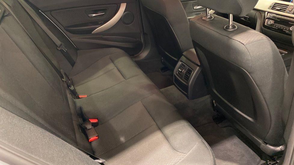 Image 10 - BMW 318d SE Saloon (YK68EZH)