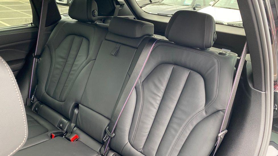 Image 12 - BMW xDrive40i M Sport (YL69YOF)