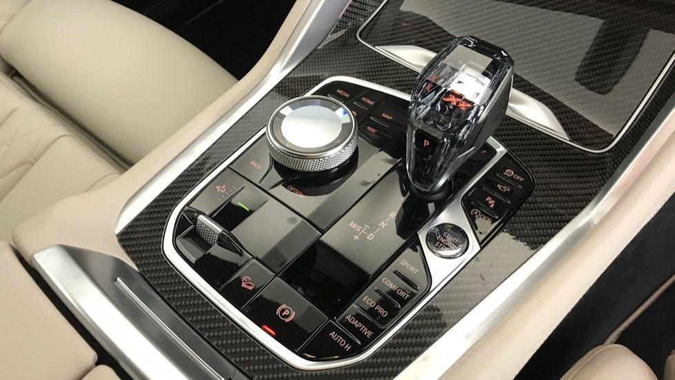Image 10 - BMW xDrive40i M Sport (YF69MVJ)