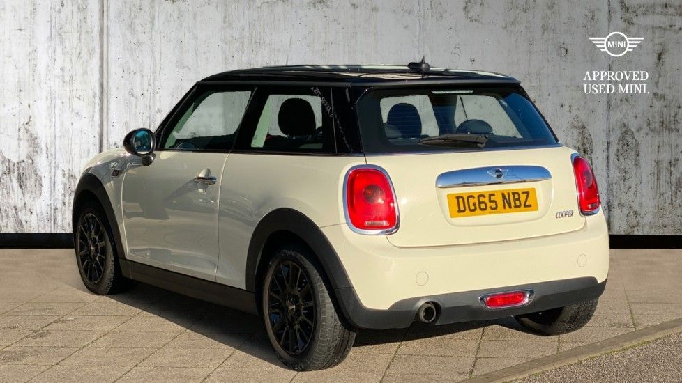 Image 2 - MINI Hatch (DG65NBZ)