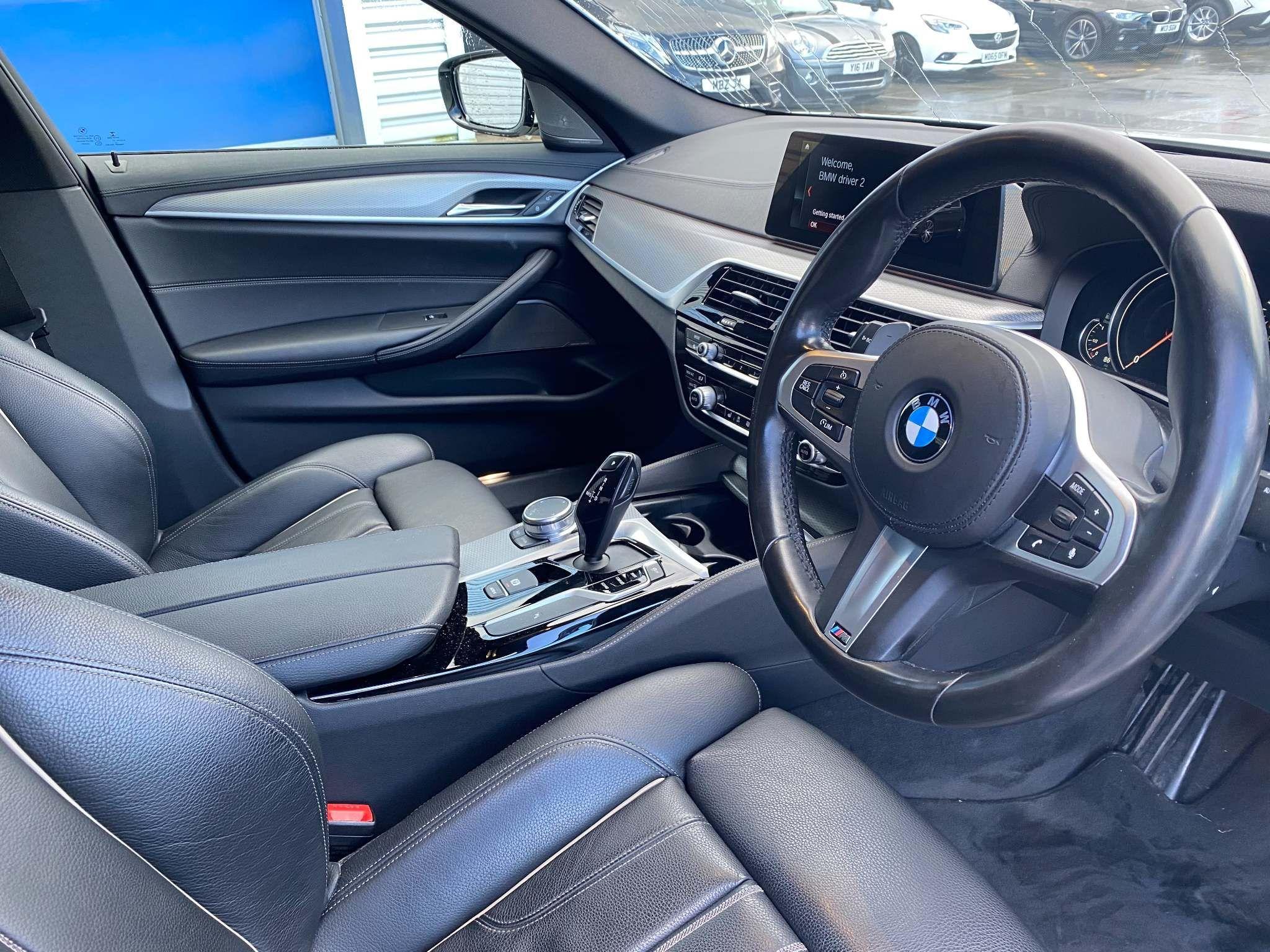 Image 11 - BMW 520d M Sport Saloon (MT67UPS)