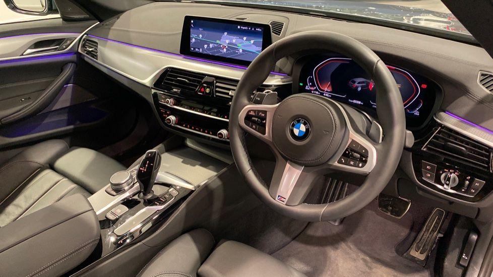 Image 4 - BMW 520d M Sport Touring (DE70OYW)