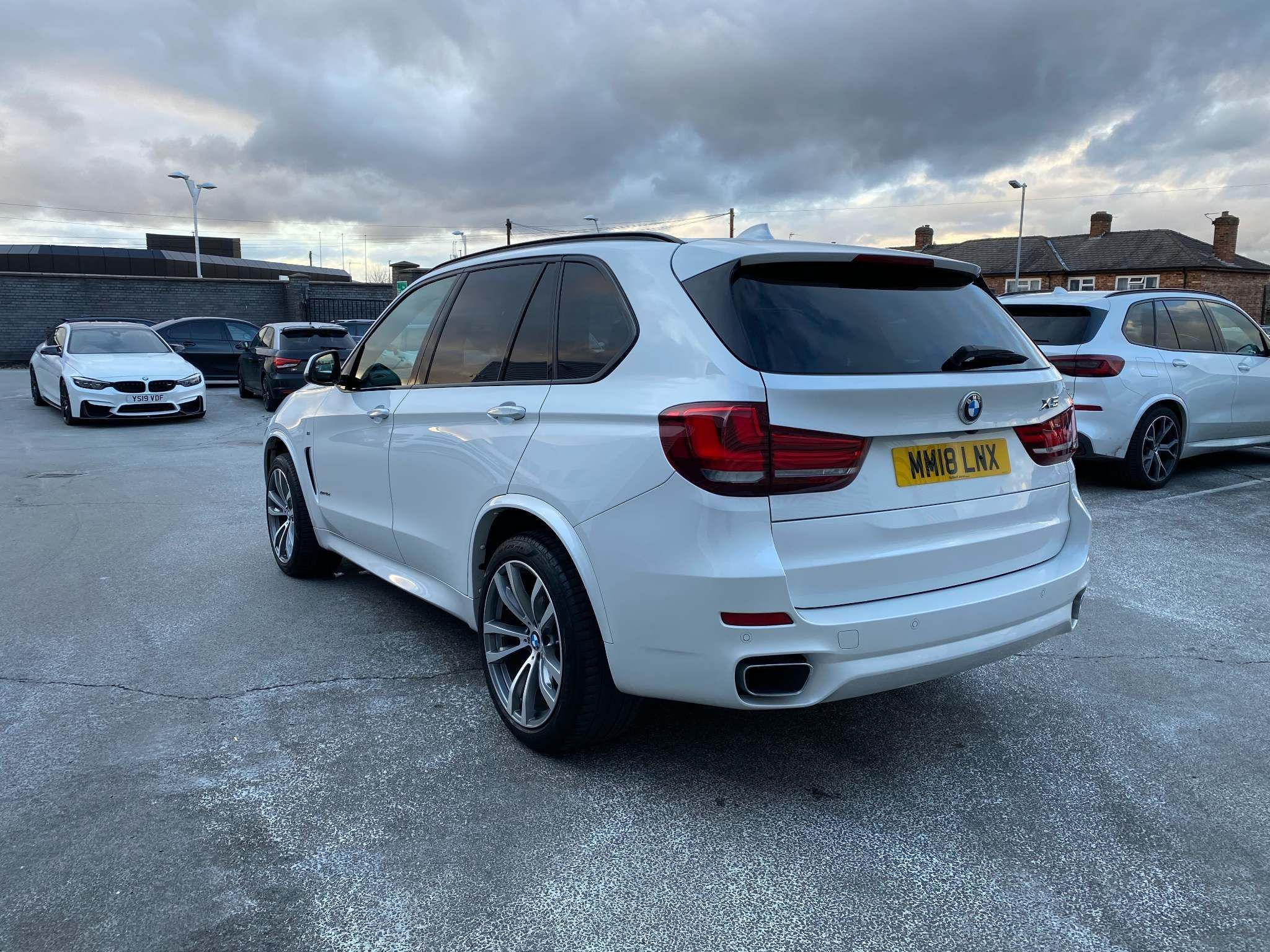 Image 2 - BMW xDrive40d M Sport (MM18LNX)