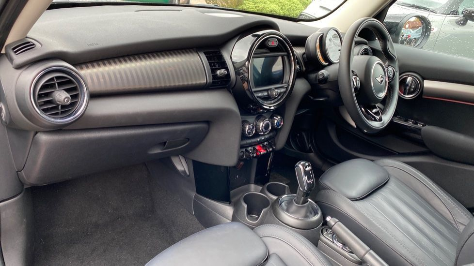 Image 6 - MINI Hatch (YK69GEX)