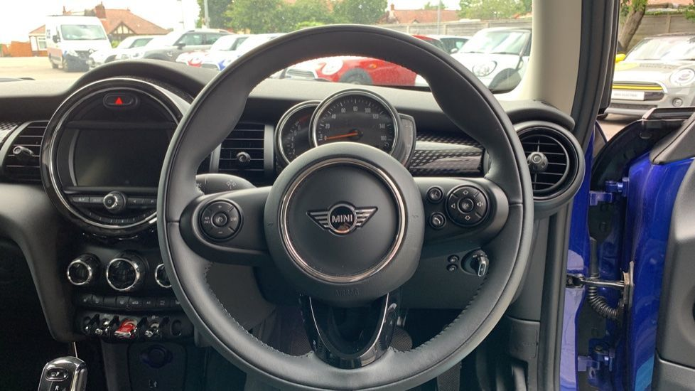 Image 9 - MINI Hatch (PE69VDT)
