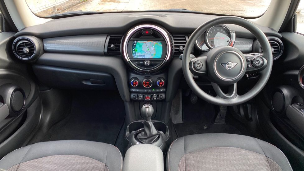 Image 4 - MINI Hatch (MX69WTM)