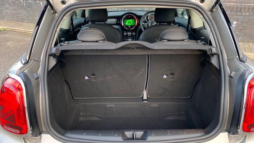 Image 13 - MINI Hatch (YG20XXS)