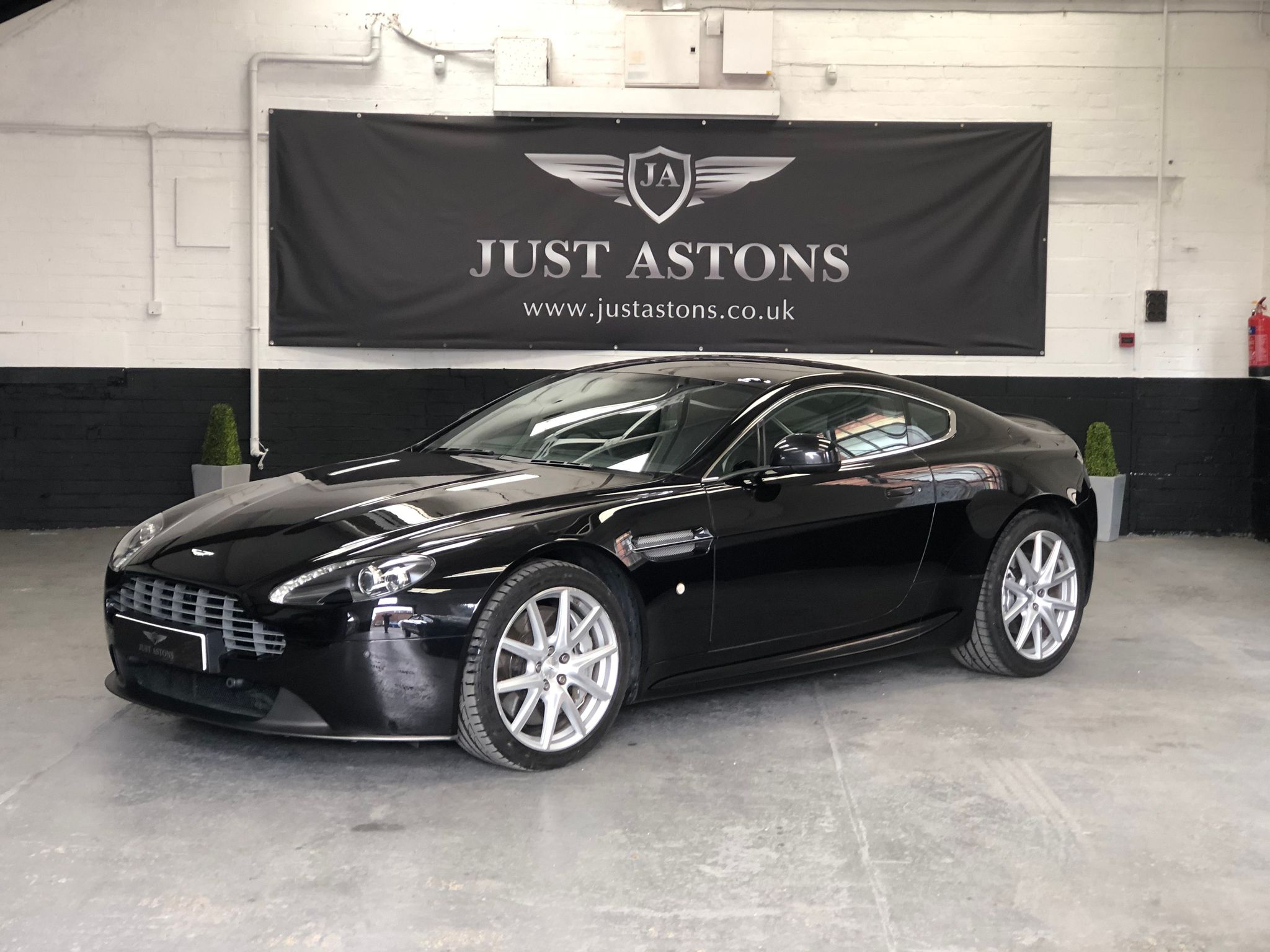 Aston Martin Vantage 4 7 Litre Used Cars For Sale Autotrader Uk