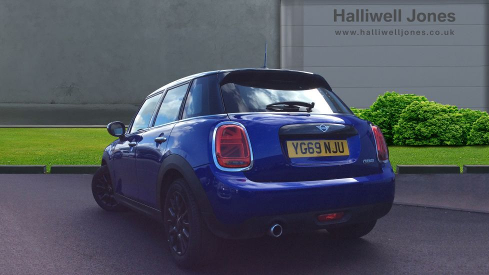 Image 2 - MINI Hatch (YG69NJU)