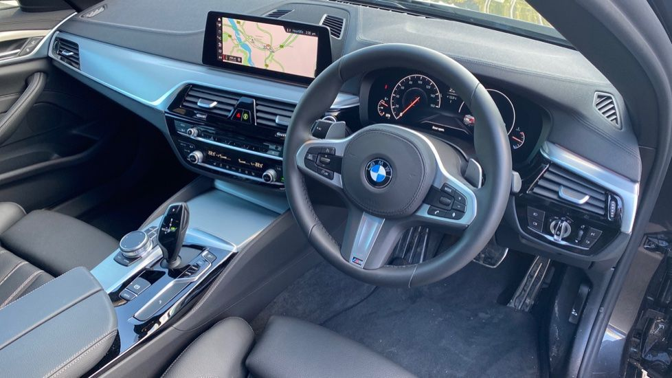 Image 5 - BMW 520i M Sport Saloon (YK69GDN)