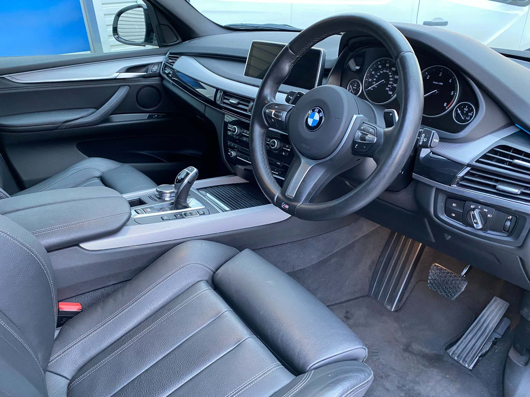 Image 16 - BMW xDrive40d M Sport (MM18LNX)