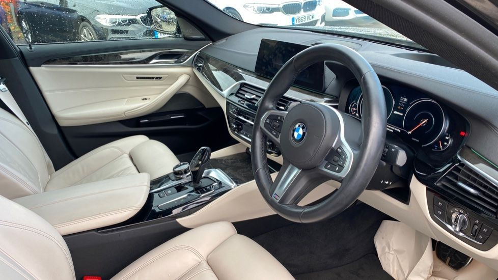 Image 5 - BMW 530e M Sport iPerformance Saloon (KE67DZL)