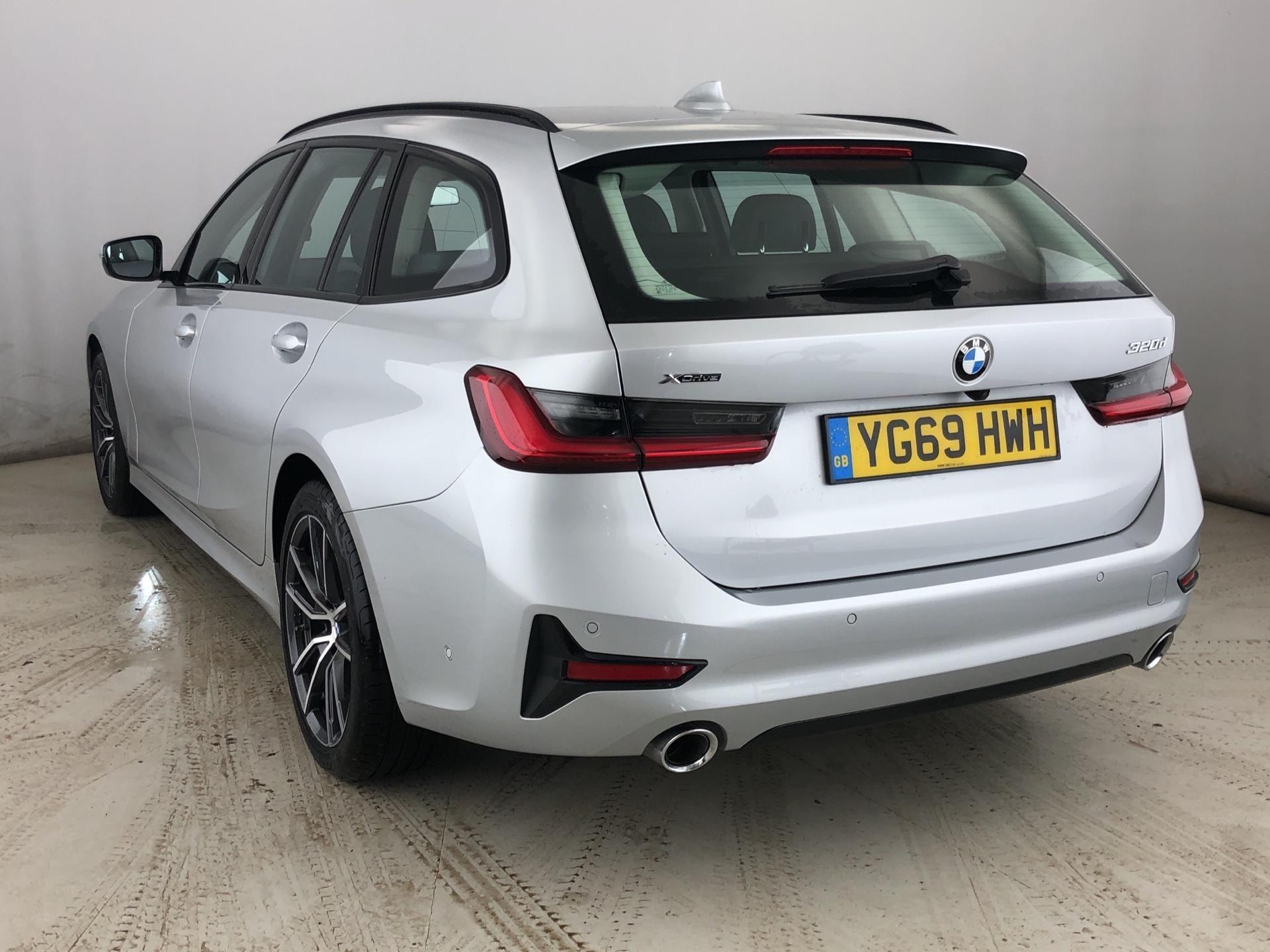 Image 2 - BMW 320d xDrive Sport Touring (YG69HWH)