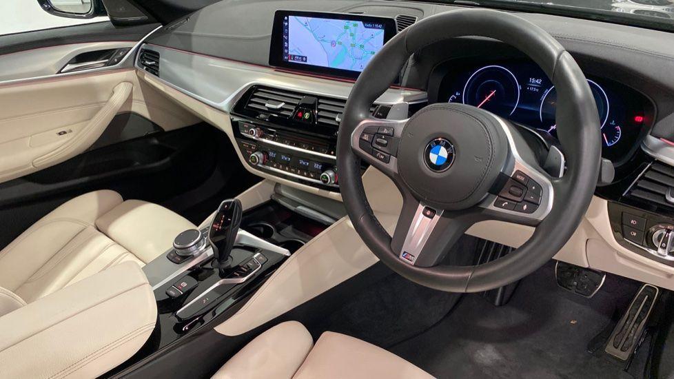 Image 4 - BMW 520i M Sport Saloon (YG69GGE)