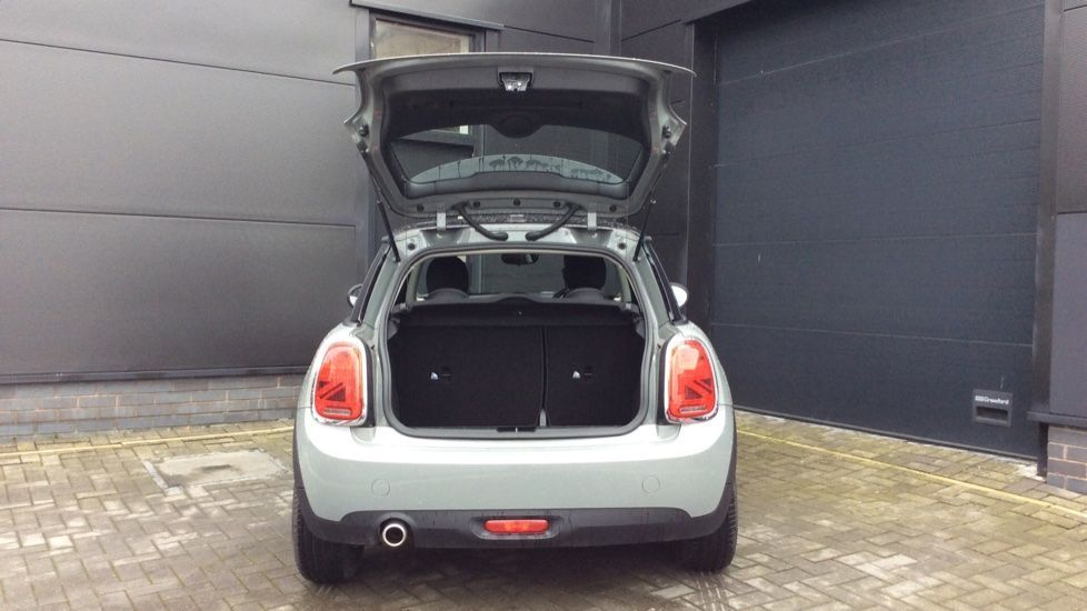 Image 14 - MINI Hatch (YH69JPO)