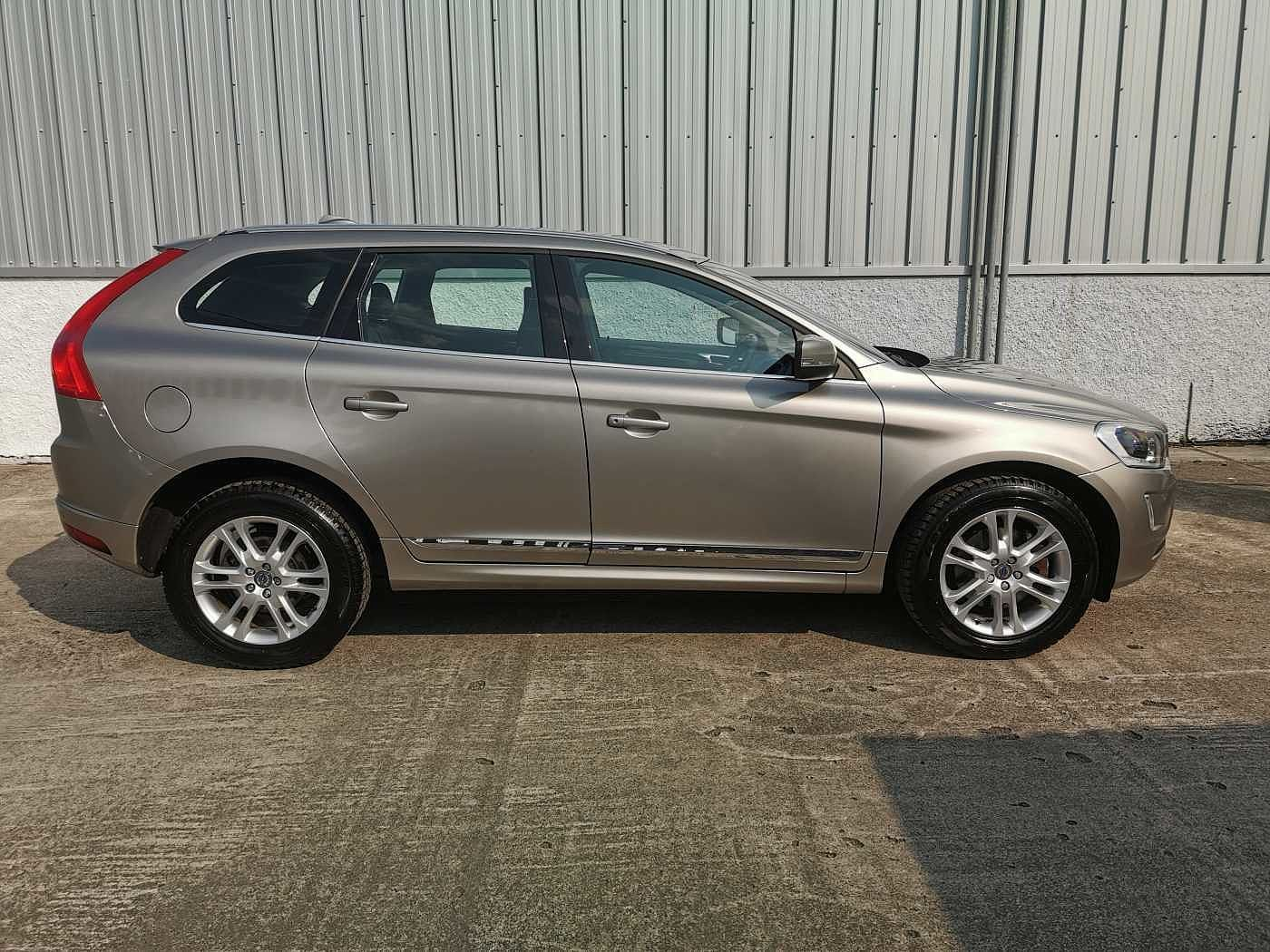 Volvo XC60 2.4 D5 AWD (215PS) SE Lux Nav 5-Dr Estate