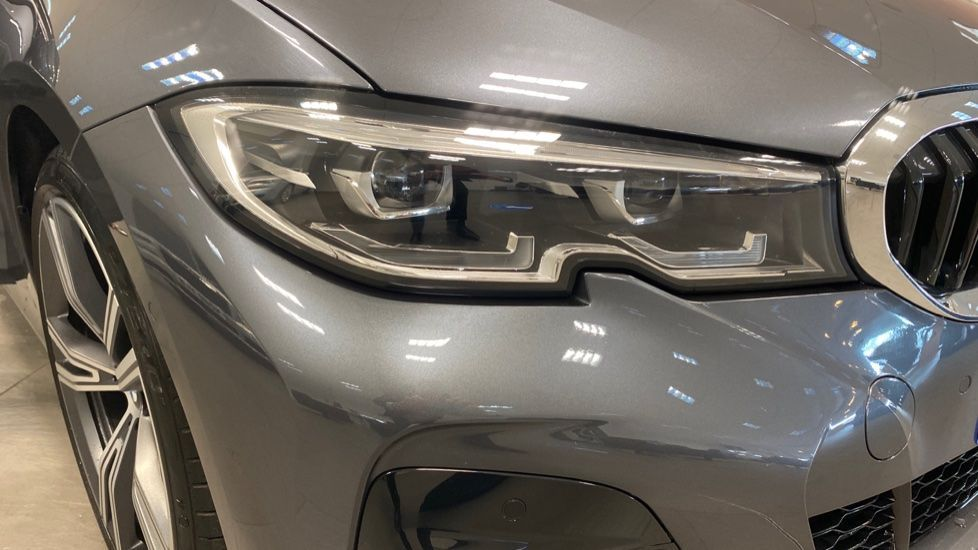 Image 23 - BMW 320i M Sport Touring (YG20JLV)