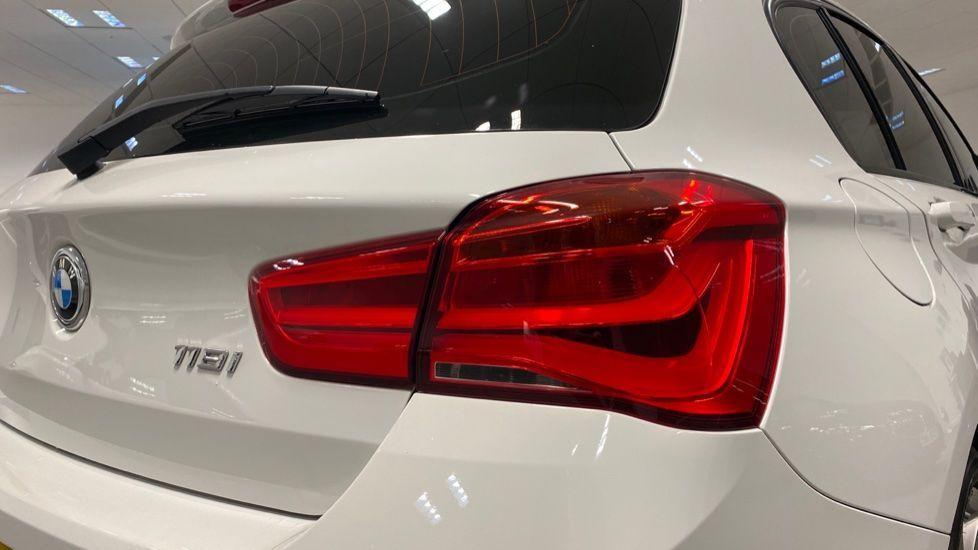 Image 17 - BMW 118i M Sport 5-Door (YK17XOA)