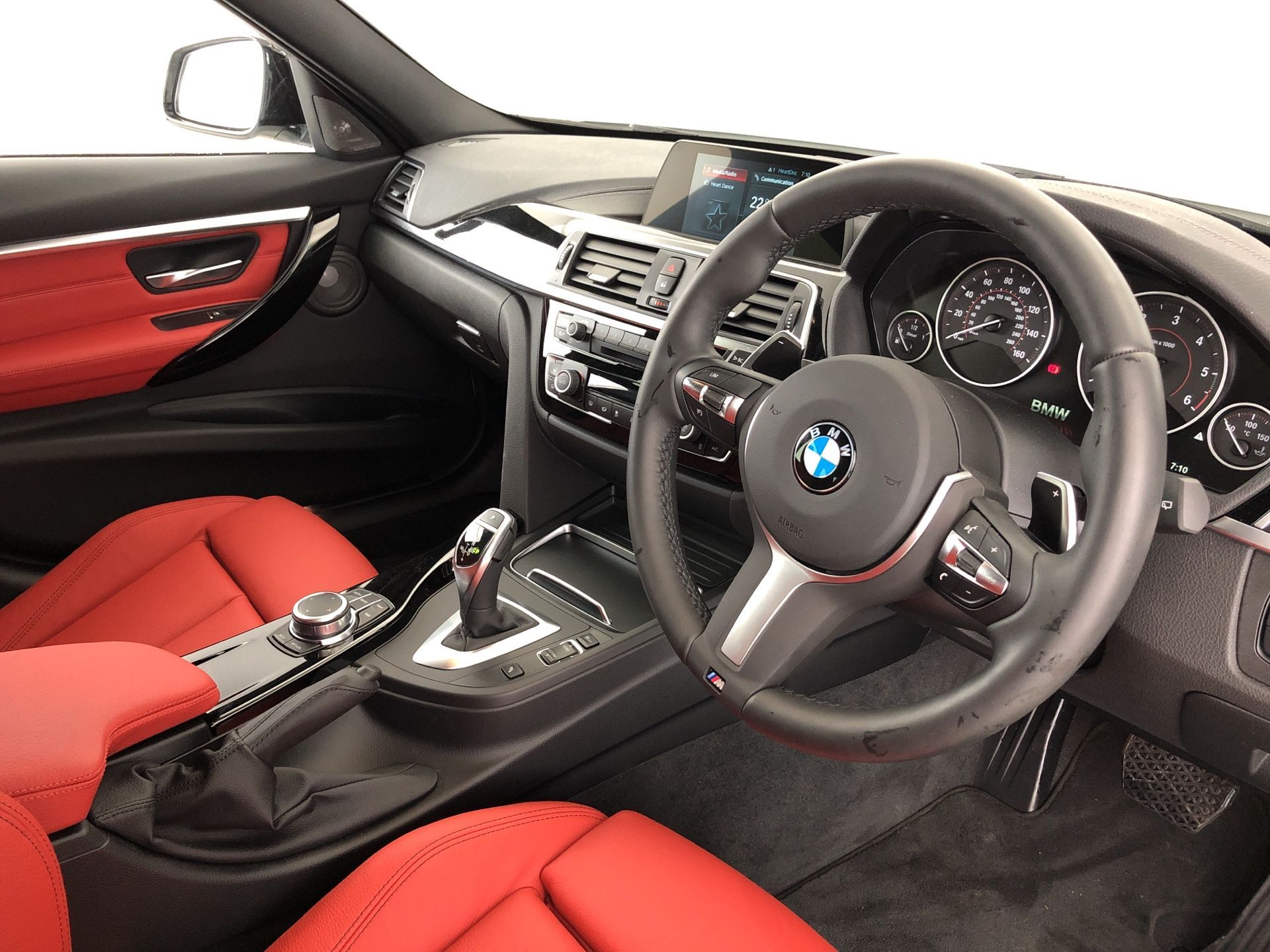 Image 4 - BMW 320d M Sport Shadow Edition Touring (YG68PMW)