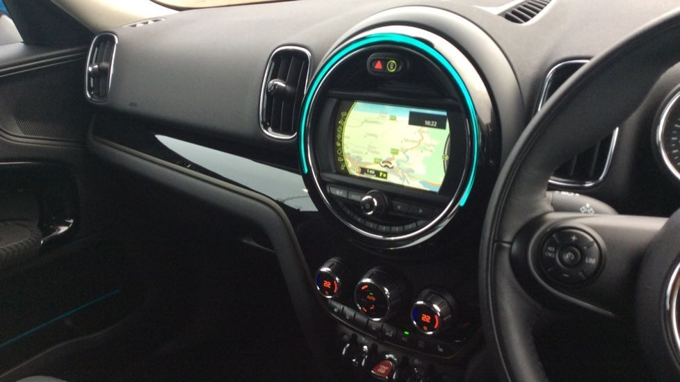 Image 10 - MINI Countryman (CX18XVP)
