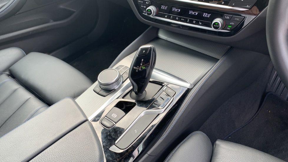 Image 10 - BMW 520d xDrive M Sport Saloon (SE19ZXV)