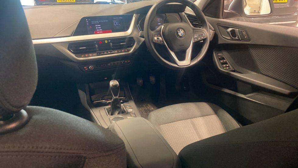 Image 6 - BMW 116d SE (YC69DVK)