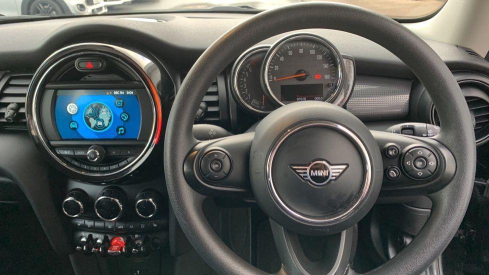 Image 4 - MINI Hatch (CX19JKU)