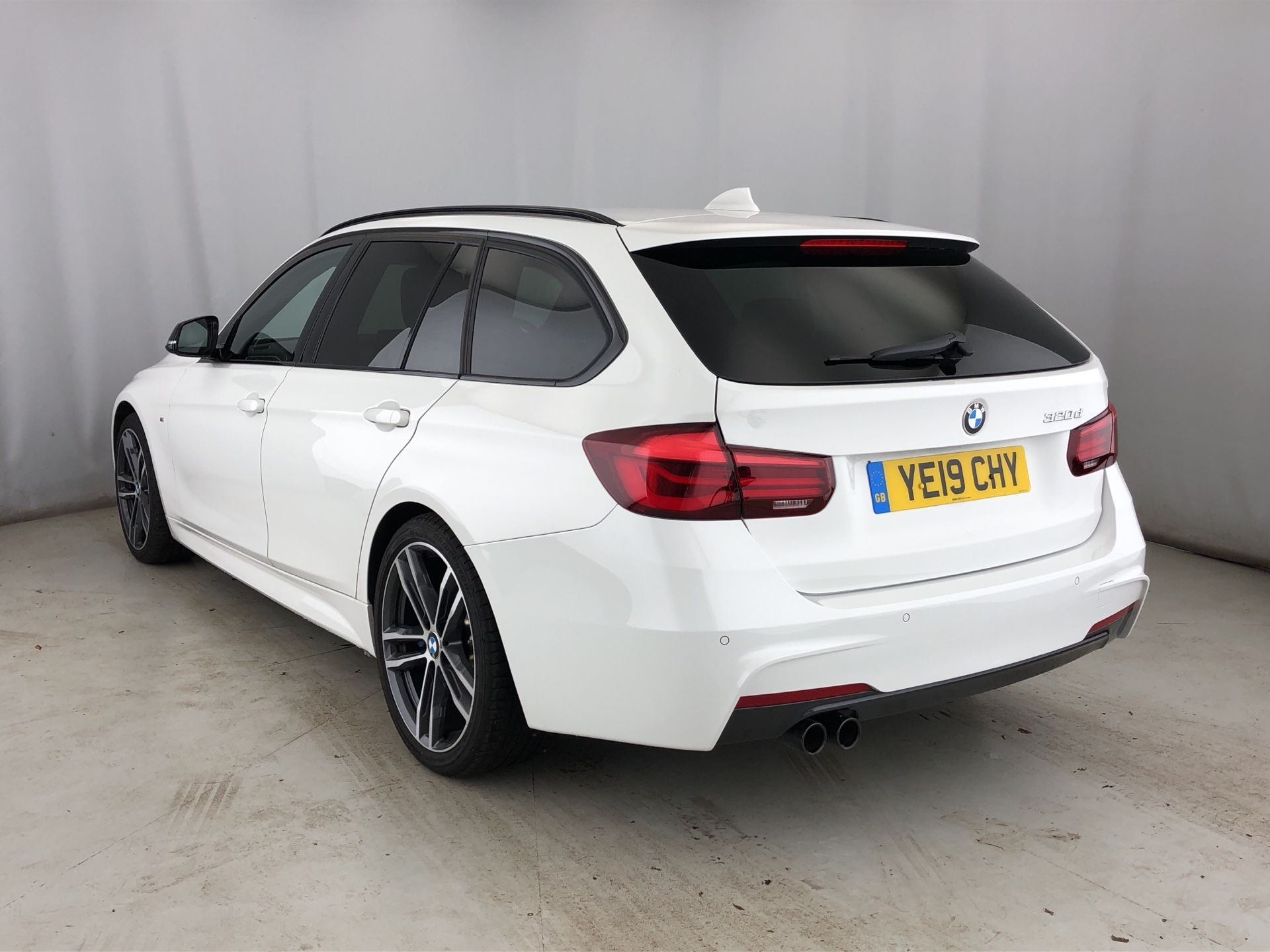 Image 2 - BMW 320d M Sport Shadow Edition Touring (YE19CHY)