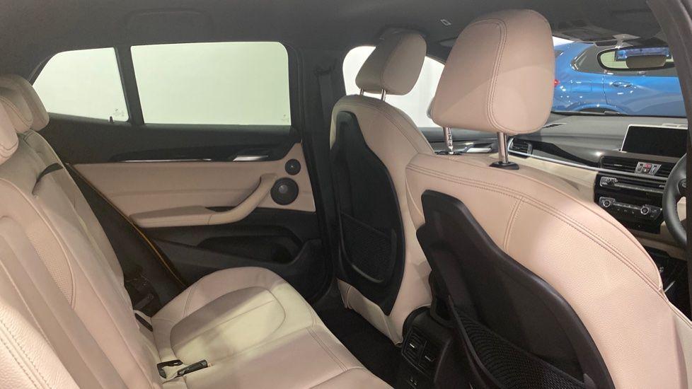 Image 10 - BMW xDrive18d M Sport (DE70OYV)