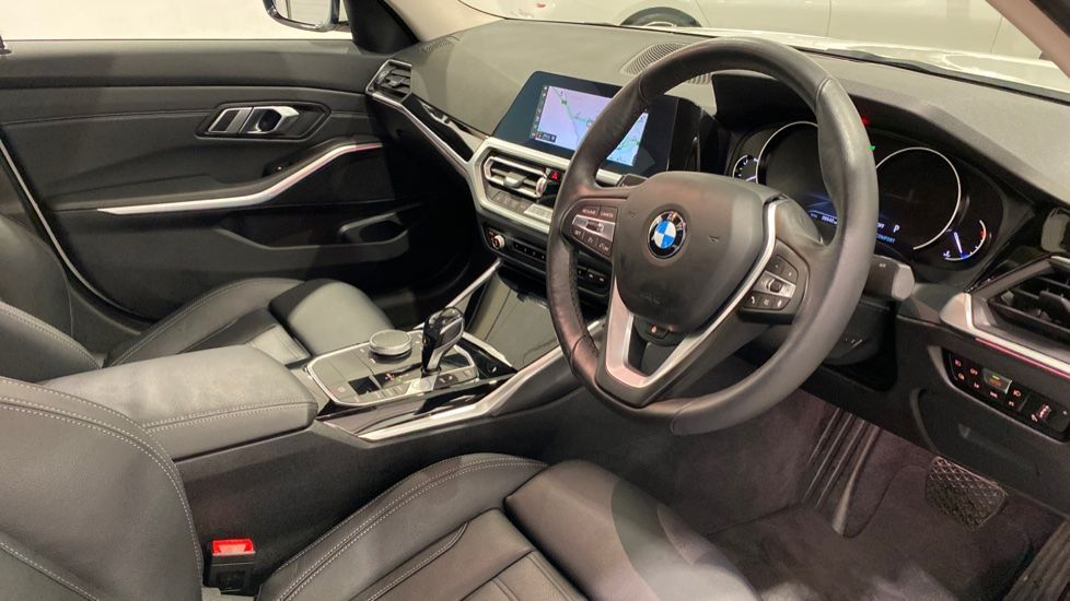 Image 5 - BMW 318d Sport Saloon (YA69NNL)