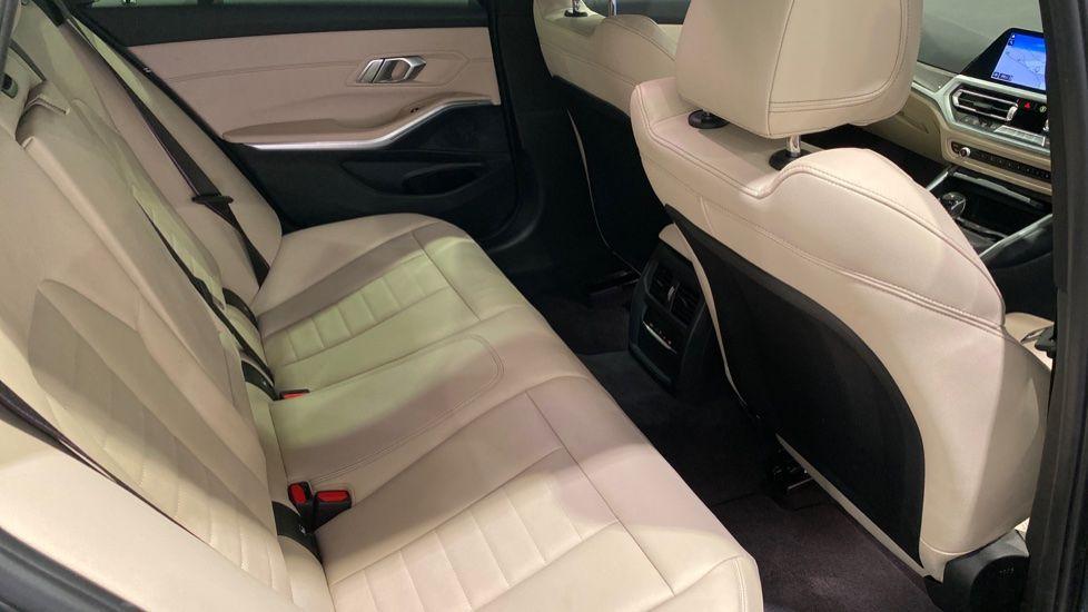 Image 10 - BMW 330d M Sport Pro Edition Touring (DE20WAU)
