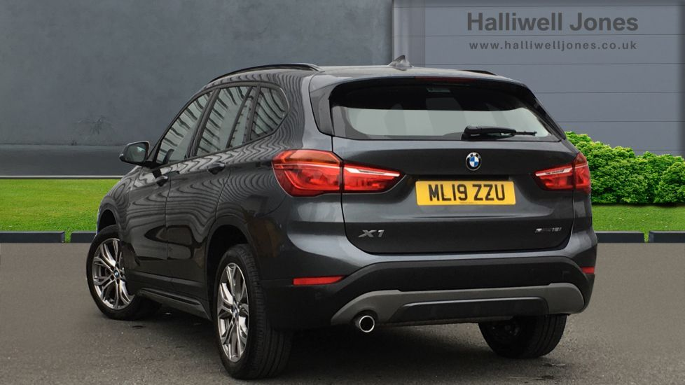 Image 2 - BMW sDrive18i Sport (ML19ZZU)