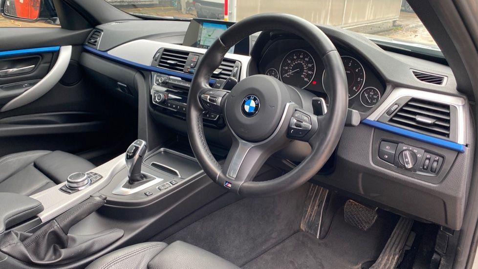 Image 5 - BMW 330d M Sport Saloon (KM68CBY)
