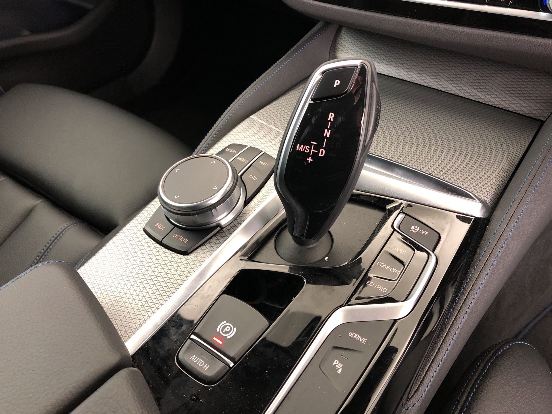 Image 10 - BMW 530e M Sport iPerformance Saloon (YH19YLG)